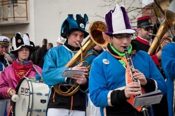 Orkiestra dęta gra tradycyjne melodie