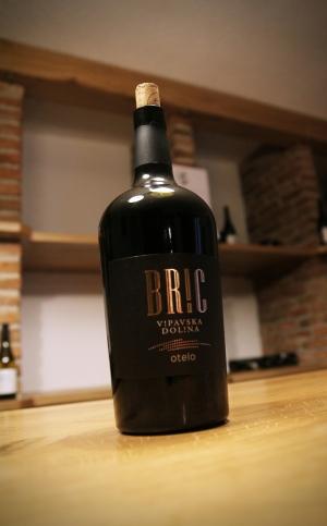 Czerwone wino kupażowe otelo